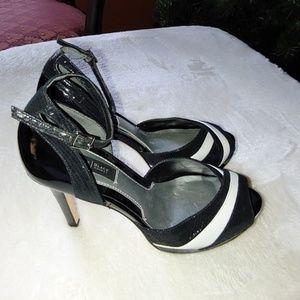 White House Black Market Size 7 Open Toe Heels